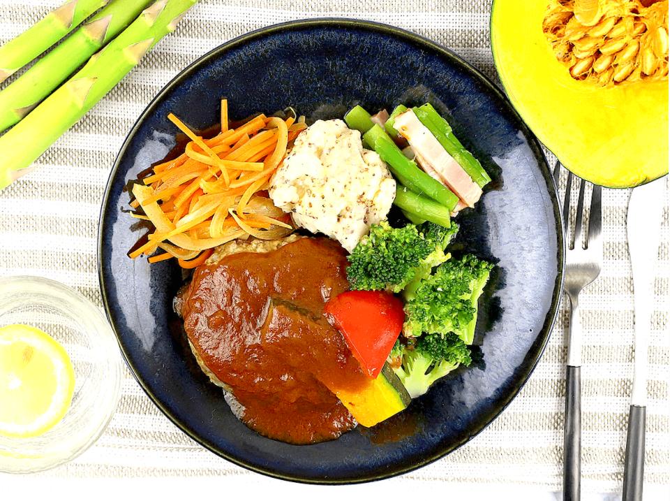 ナッシュのハンバーグと温野菜のデミ